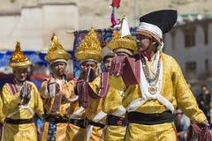 LEH, LA INDIA - 20 DE SEPTIEMBRE DE 2017: Artistas no identificados en Ladakhi Fotografía de archivo