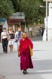 LEH, LA INDIA 3 DE SEPTIEMBRE: Monje budista3, 2011 en Leh, la India. BU Foto de archivo