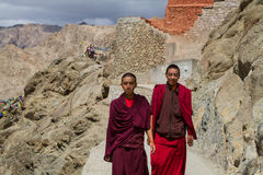 LEH, LA INDIA 3 DE SEPTIEMBRE: Monjes budistas3, 2011 en Leh, la India. B Fotografía de archivo