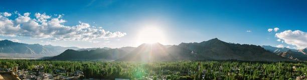 Leh ladakh风景全景在印度 免版税库存图片