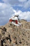 Leh (Ladakh) - castelo de Tsemo que negligencia a cidade Fotos de Stock Royalty Free
