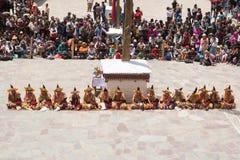 Leh Ladakh, Indien - Juli 7,2014: Många personer går till den Hemis festivalen Royaltyfri Fotografi