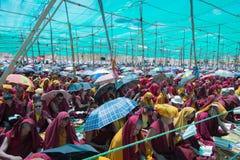 Leh Ladakh, la India - julio 8,2014: Lama (monje) que asiste a su Holi fotografía de archivo