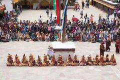 Leh Ladakh, la India - julio 7,2014: Mucha gente va al festival de Hemis Fotos de archivo