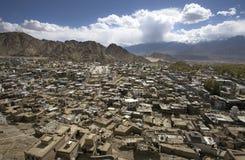 Leh-Stadt von erhöhter Ansicht, Ladakh, Indien Stockbild