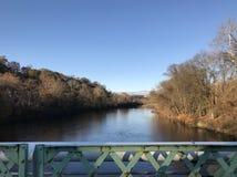 Lehighrivier dichtbij Easton Pennsylvania, de V.S. zoals die van het centrum van een brug worden gezien Royalty-vrije Stock Foto