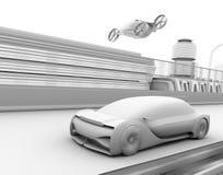 Lehm-Wiedergabe des selbst-treibenden Passagierbrummentaxis und des autonomen Elektroautos auf der Autobahn lizenzfreie abbildung