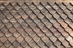 Lehmfliesen auf siamesischem Artdach lizenzfreie stockbilder