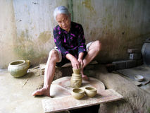Lehmtonwarenfrau Stockfoto