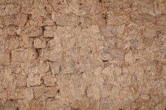 Lehmziegelmauer, ländlicher angeredeter Hintergrund Lizenzfreie Stockfotos