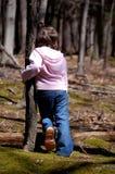 Lehnen auf einem Baum Stockfotografie