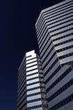 Lehnende Wolkenkratzer Lizenzfreie Stockfotos