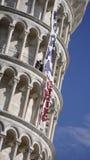 Lehnender Kontrollturm von Pisa stockfotos