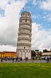 Lehnender Kontrollturm von Pisa stockfoto