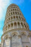Lehnender Kontrollturm von Pisa lizenzfreie stockfotos