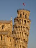 Lehnender Kontrollturm von Pisa u. von Duomo Stockfotos