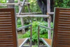 Lehnsessel des Holzes zwei Stockfotografie