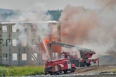Lehre von Feuerwehrmännern und von Krankenwagenteam Stockbilder