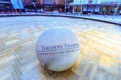 Lehrer-Brunnen an Direktoren Park ist einer von den im Stadtzentrum gelegenen vielen stockbilder