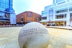 Lehrer-Brunnen an Direktoren Park ist einer von den im Stadtzentrum gelegenen vielen lizenzfreies stockfoto