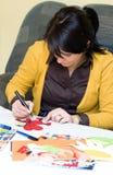 Lehrer, der Illustrationen vorbereitet Lizenzfreies Stockbild
