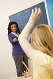 Lehrer, der um Kursteilnehmer ersucht Lizenzfreies Stockfoto
