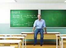 Lehrer in einem Klassenzimmer stockfoto