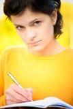 Lehrer mit Feder und Schreibenbuch Lizenzfreie Stockfotos