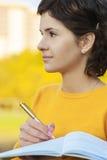 Lehrer mit Stift und Schreibenbuch Lizenzfreie Stockfotos