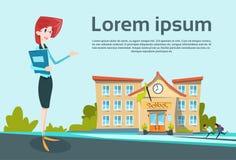 Lehrer-Over School Exterior-Willkommens-Geste Stockfoto