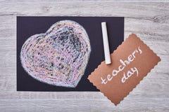 Lehrer ` s Tageskarte und -herz Stockbild