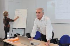 Lehrer und Assistent lizenzfreies stockfoto
