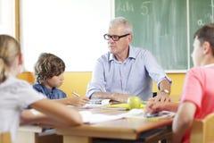 Lehrer und Student in der Lektion Lizenzfreies Stockfoto