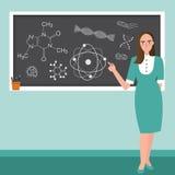 Lehrer vor Klasse erklären Chemiereaktions-Wissenschaftsthema in der Tafel Stockbild