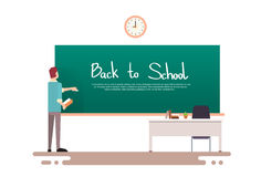 Lehrer Write On Chalkboard zurück zu Schule Stockfotos