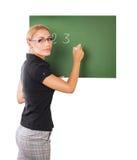Lehrerschreiben auf Tafel Stockfotos