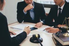Lei, conselho e conceito dos serviços jurídicos imagem de stock