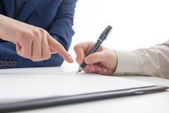 Lei, conselho e conceito dos serviços jurídicos Advogado e advogado que têm a reunião da equipe na empresa de advocacia imagem de stock royalty free