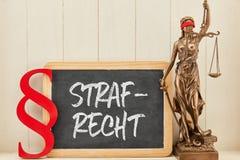 Lei criminal ou lei criminal com o Justitia no quadro-negro foto de stock royalty free
