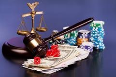 Lei e dinheiro de jogo Imagens de Stock Royalty Free