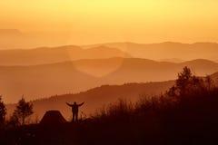 Lei un'alba in montagne Fotografia Stock Libera da Diritti