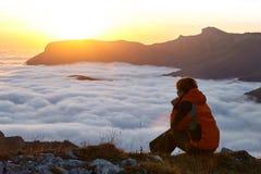 Lei un'alba in montagne Immagine Stock Libera da Diritti