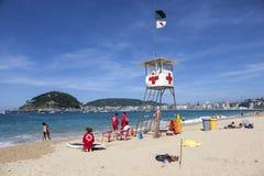 Leibwächter auf dem Strand in San Sebastián, Spanien Lizenzfreie Stockfotos