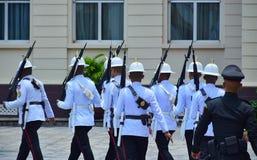 Leibwächter am großartigen Palast stockfoto