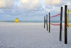 Leibwächter-Hütten-und Volleyball-Netze Stockfotografie