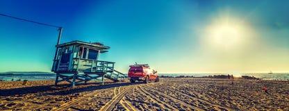 Leibwächter-LKW und -hütte in Venedig-Strand lizenzfreies stockfoto