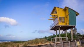 Leibwächter Tower am See-Eingangs-Strand, Victoria, Australien stockbilder