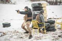Leibwächter- und Promi-Leutesicherheitsschutz Kampfgewehr-Schießentraining stockfotografie