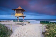 Leibwächterhütte auf australischem Strand Stockbild
