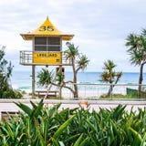 Leibwächterhütten auf dem Strand im Surfer-Paradies in Gold Coast Lizenzfreie Stockbilder